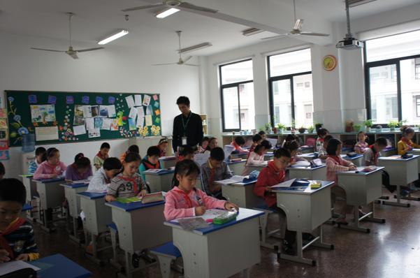 新东方英语老师_新东方泡泡少儿教育老师与公立小学英语教师举