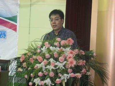 李鼎校長發表熱情洋溢的講話
