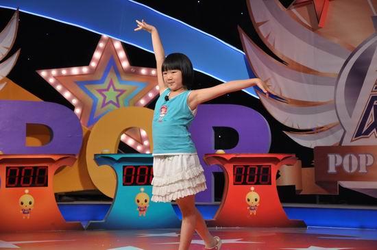 第六届POP全国少儿英语总决赛:小选手在舞台彩排
