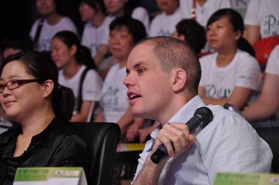 第六届POP全国少儿英语总决赛:董默涵评委