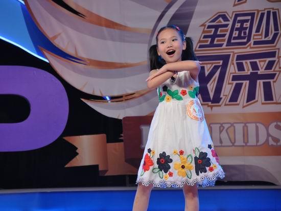 第六届POP全国少儿英语总决赛:在现场表演的小选手们