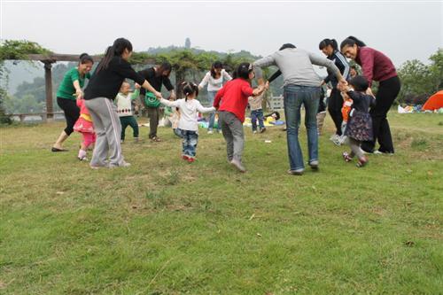 幼儿园托班户外亲子活动