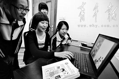 女生受热高中女生形象设计老师编写捧泥鳅教材图片