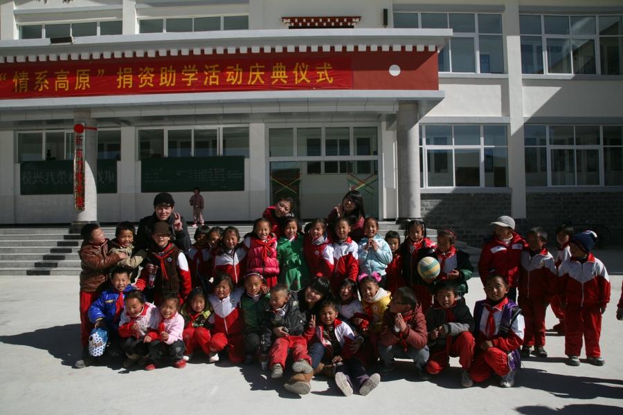 2011新东方独克宗小学支教行-支教老师和孩子们