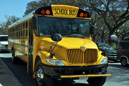 热门事件学英语:关于校车安全的英语表达