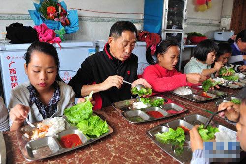 48名孤儿的韩国爸爸