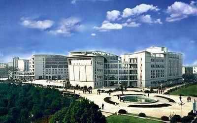 成都电子科技大学-中国学费最高的九所高校 组图