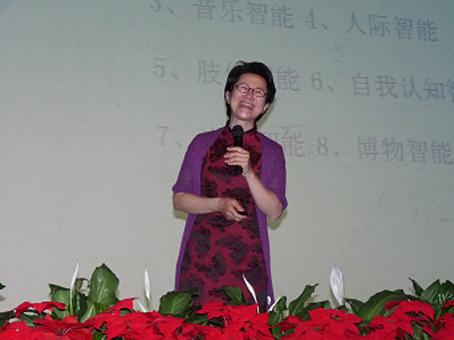 王晶教授在报告现场