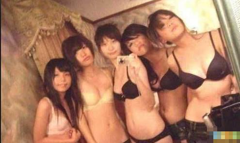 高考女生拍裸照减压