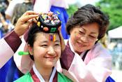 韩国首尔举行盛大少年成人礼