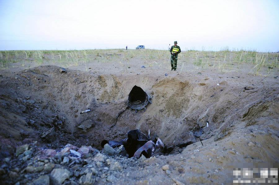 神九逃逸塔残骸在沙漠找到 炸出大坑