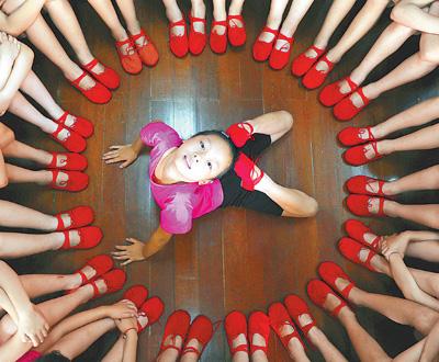 """圆梦""""红舞鞋"""""""