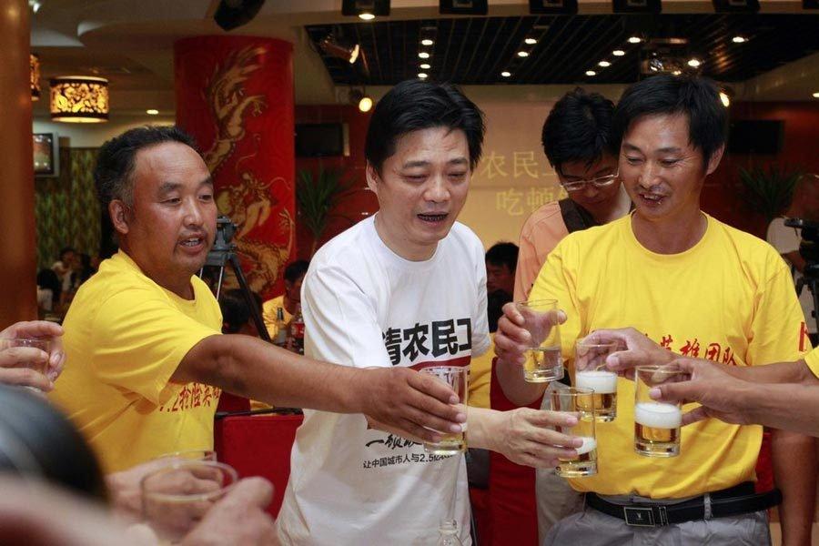 崔永元邀请北京7·21暴雨救援农民工吃饭