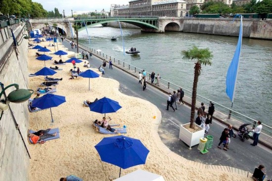 巴黎的人工沙滩美女如云
