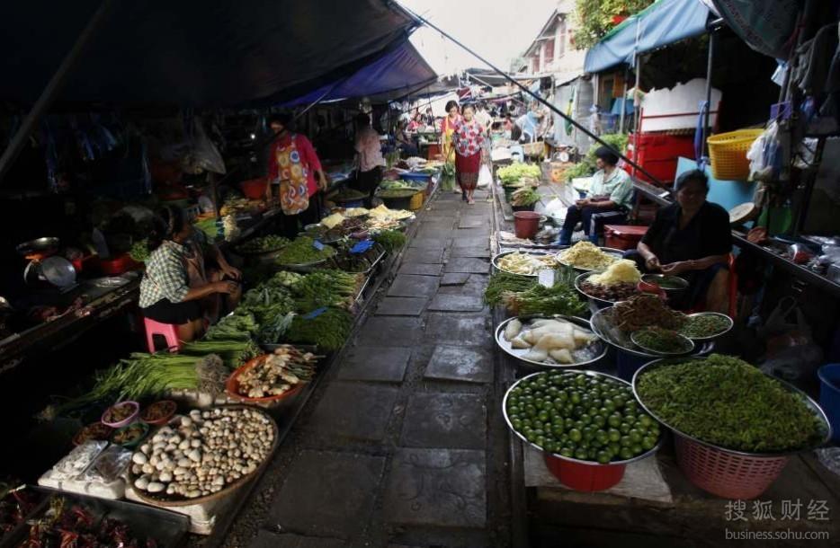 泰国奇景:世界上最牛菜市场