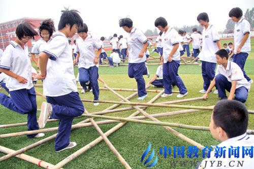 创新竹竿舞热跳大课间