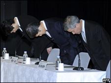 Kazuo Hirai, Shiro Kambe and Shinji Hasejima from Sony bowing in apology