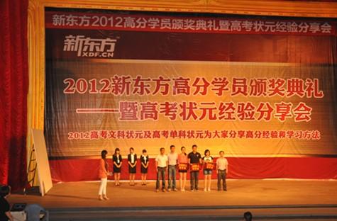 洛阳新东方学校校长明豆豆首先做了发言,明校长说,希望通过此次活动将