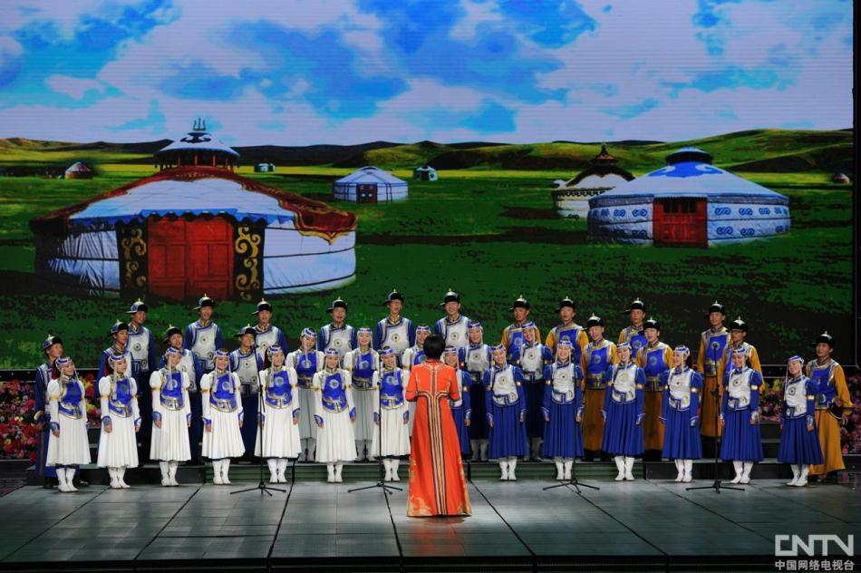 2012《开学第一课》晚会现场:《草原英雄小姐妹》