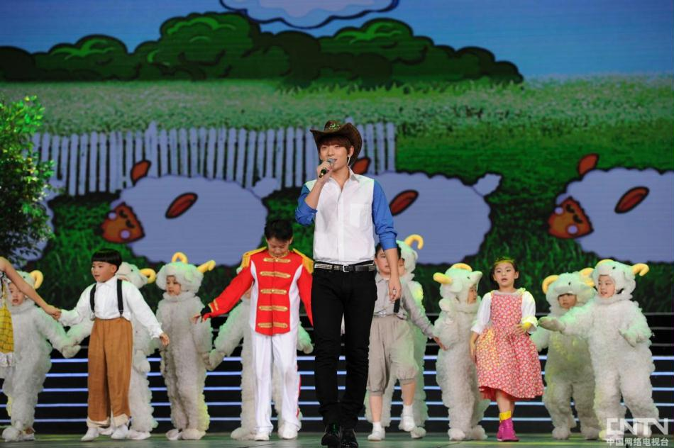2012《开学第一课》晚会现场:陈翔演唱《孤独的牧羊人》