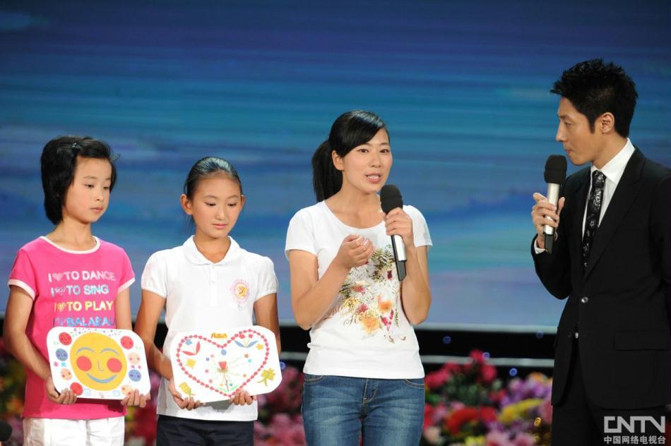 2012《开学第一课》晚会现场:邓丽和她的学生
