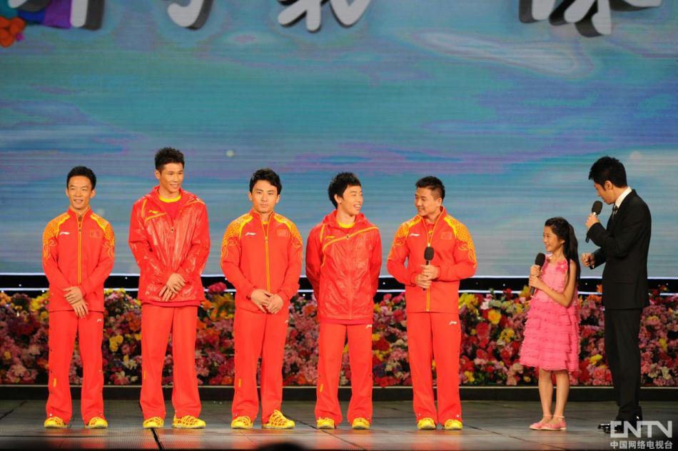 2012《开学第一课》晚会现场:撒贝宁、凡子采访体操男团