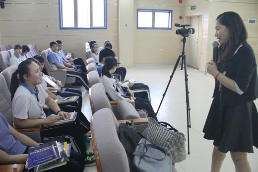 新东方李晓燕与高中生分享英语听口阅历