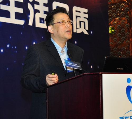 上海社科院社会发展研究院副院长、上海社科院青少年研究所所长、研究员杨雄讲话