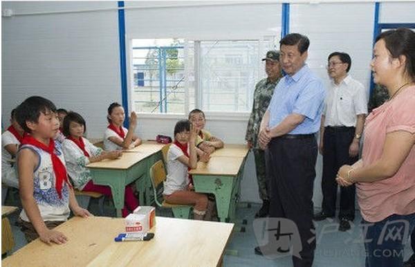 龙门乡隆兴中心校,习近平参加了五(2)班班会