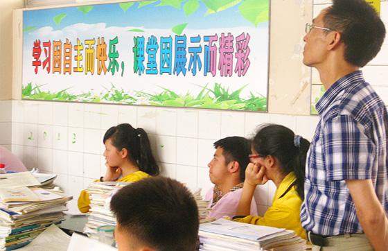 成都新东方与成都高新实验中学联合举办 如何快乐学英语 系列讲座