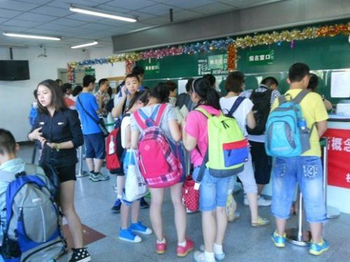 北京新东方迎来2013暑期报到小高峰