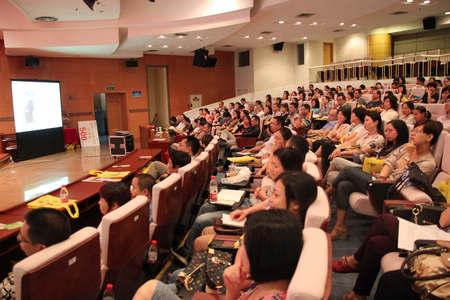 500杭州家长聆听新东方家庭教育讲座