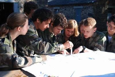 巴黎HEC商学院学生在圣西尔军校进行领导力培训