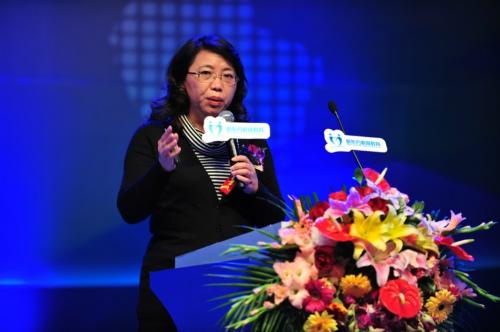 中国青少年研究会副秘书长曹萍寄语第六届家庭教育高峰论坛