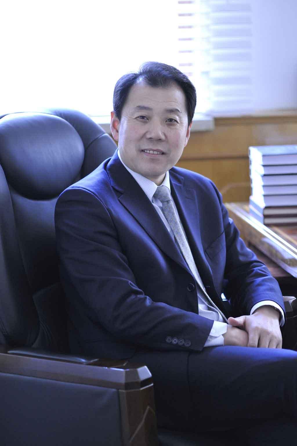 山东省青岛市第二中学校长孙先亮