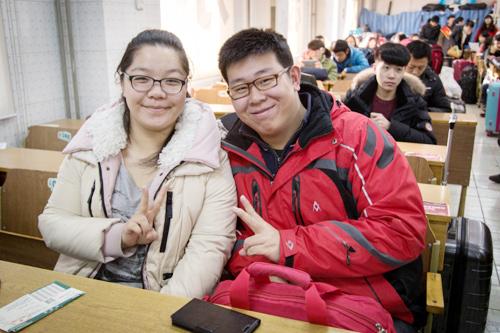 新东方法语专业四级学员刘思默和狄玉莹