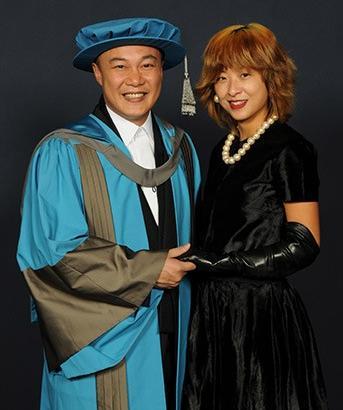 歌手陈奕迅获英国金斯顿大学荣誉博士