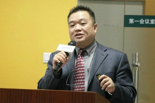 华通明略北京董事总经理Albert Sim作介绍