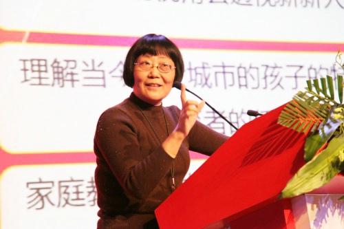 陈默  华东师范大学心理咨询中心特聘高级咨询师、上海心理学会基础教育专业委员会秘书长