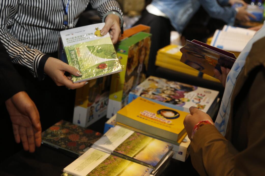 第七届新东方家庭教育高峰论坛场外展区图集