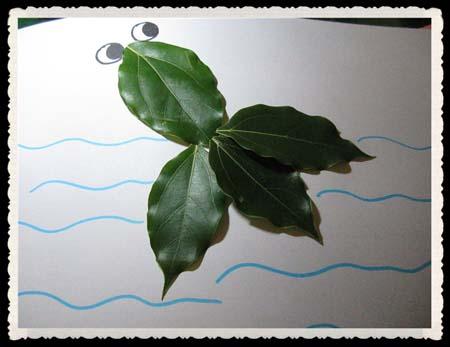树叶贴画作品欣赏 一只可爱的小金鱼