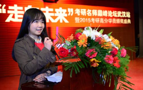 原本基础一般新东方学员刘佳宇,却最终在新东方和她自己的共同努力下以第一名的成绩考入理想院校