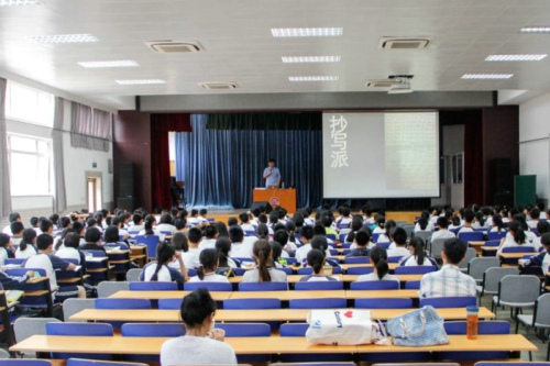 北京新东方优能中考教师陶凯在北京四中演讲