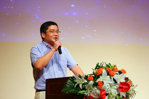 新东方集团总公司优秀管理者代表胡源远发言