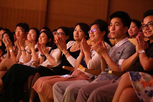 www.ju111.net集团总公司员工聆听俞老师讲话