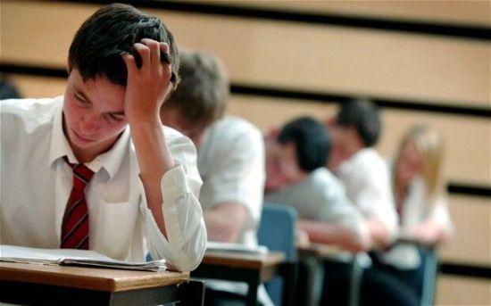 """英国中考""""挂科""""率居高 学校或面临罚款"""