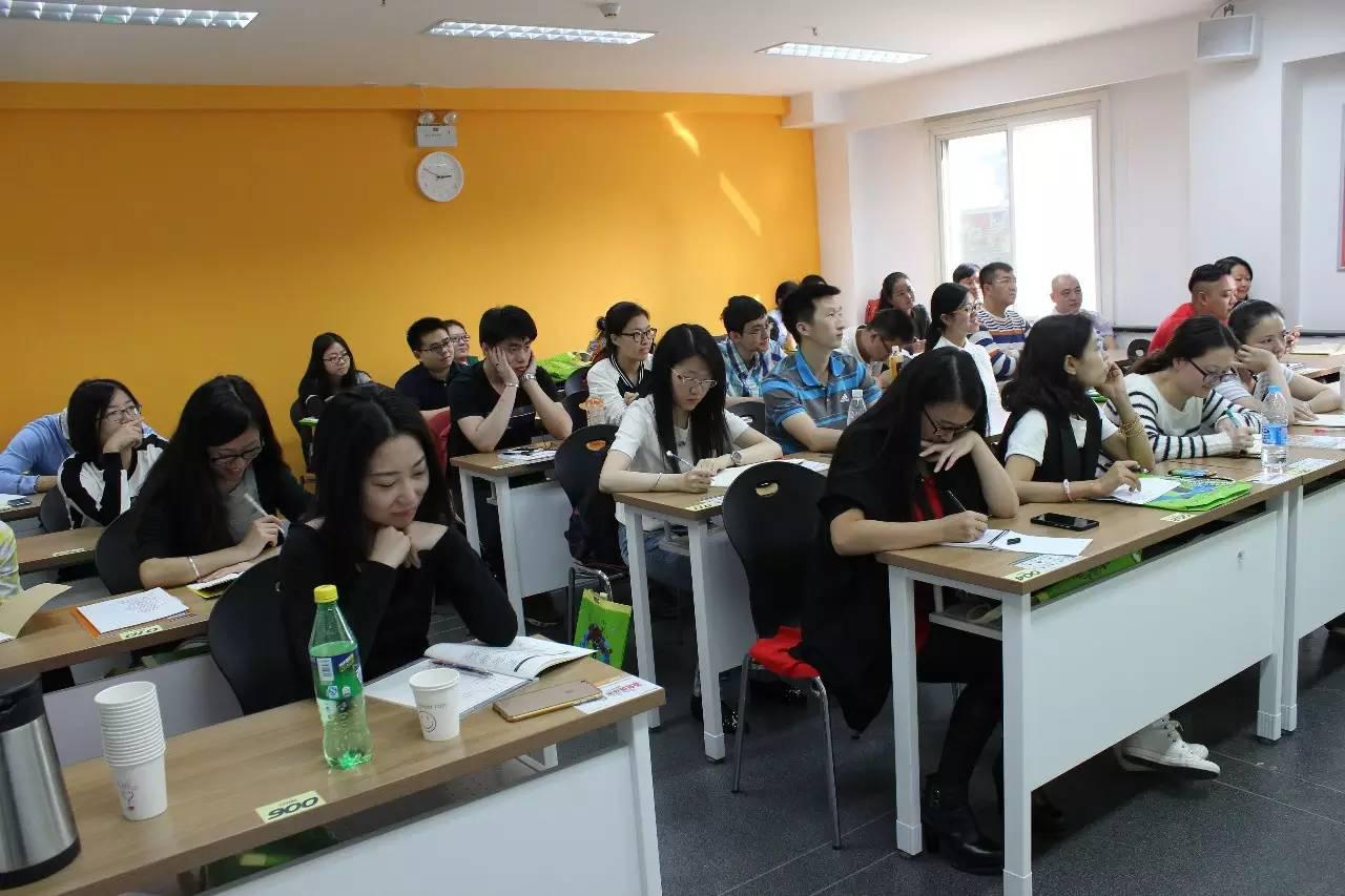 孔令金:口译员的培养和中国同传市场分析