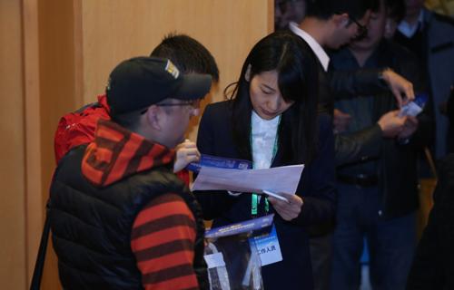 第八屆新東方家庭教育高峰論壇現場工作人員圖集