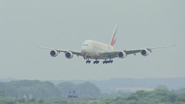 英国飞机托运行李丢了