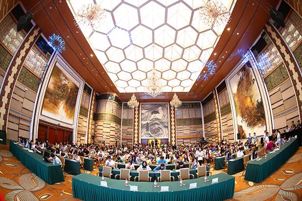 新东方教育科技集团在北京大学阳光大厅英杰交流中心举办大型校园招聘专场活动。